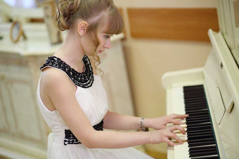 beginner learn to play piano
