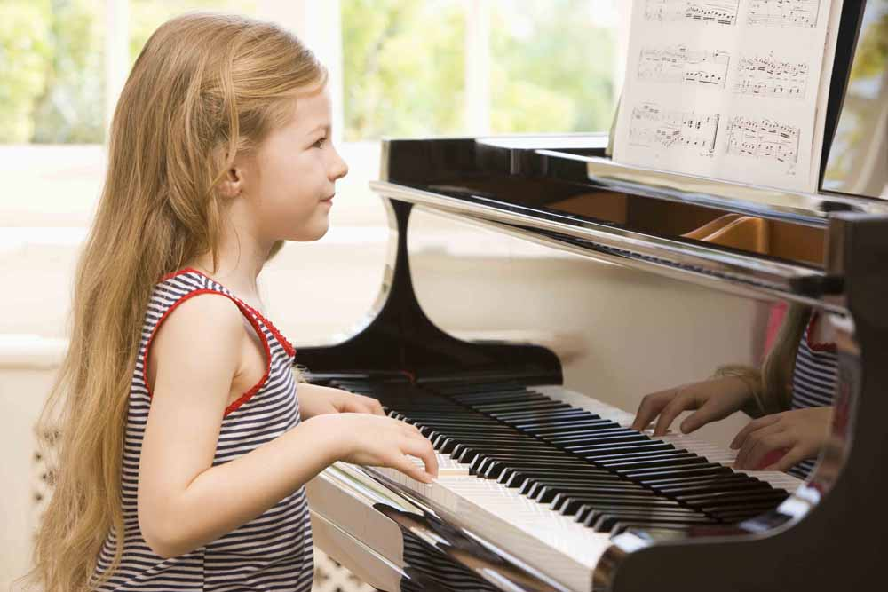 Great Benefits of learning the piano for your child