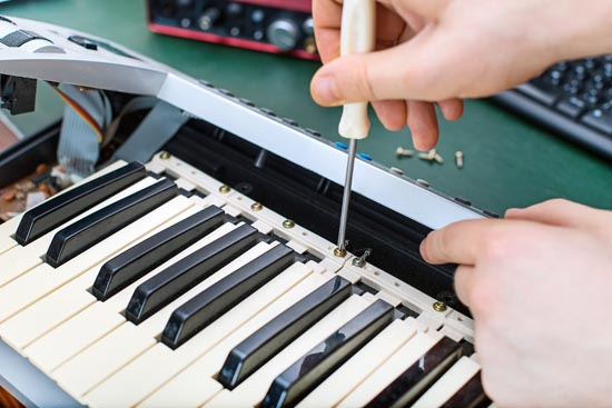 Fixing the key on a digital piano