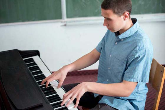 Motivate students for consistent piano practices