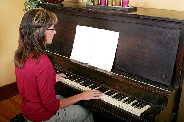 Tips for learning to play piano at home for Best piano house