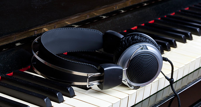 Digital Piano and Headphone